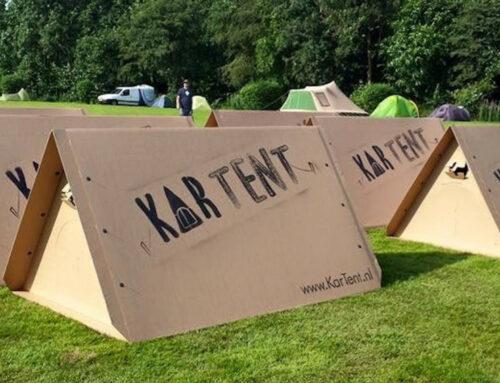 Honderden duurzame, kartonnen tenten voor studenten die blijven slapen