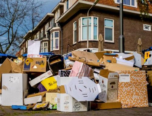 Paradox: kartonnen doos is duurzame verpakking maar ook symbool consumentisme.